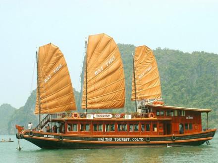 VIP Cruise Bai Tho in Halong Bay